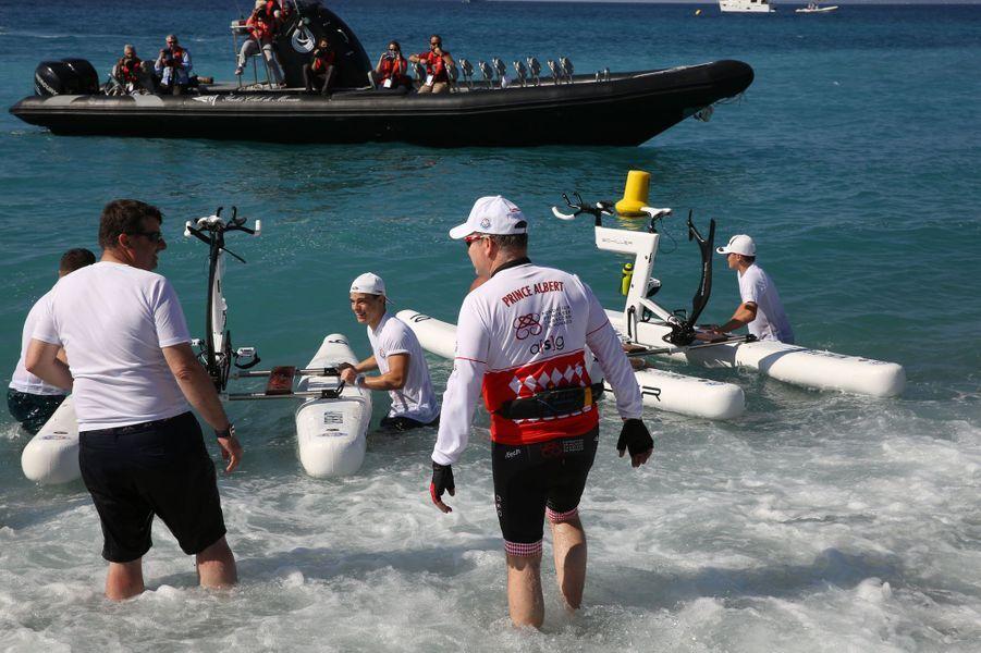Le prince Albert II s'apprête à prendre le départ de la course.