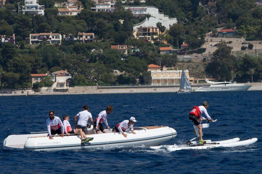 Les relais du Challenge s'effectuent... en pleine mer.
