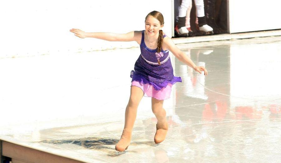 A Monaco, le sport est une affaire de famille. La petite dernière, Alexandra de Hanovre ne fait pas défaut. La fille de Caroline de Monaco a remporté le concours de patinage de la piscine en plein air de Monaco qui comme chaque hiver a été transformée en piste de glace.