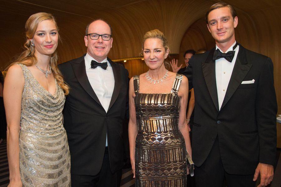 Beatrice Borromeo et Pierre Casiraghi, avec le prince Albert II et Paola Marzotto au 61ème bal de la Rose à Monaco, le 28 mars 2015