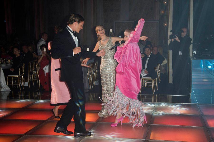 Beatrice Borromeo et Pierre Casiraghi avec Lily Allen au 61ème bal de la Rose à Monaco, le 28 mars 2015
