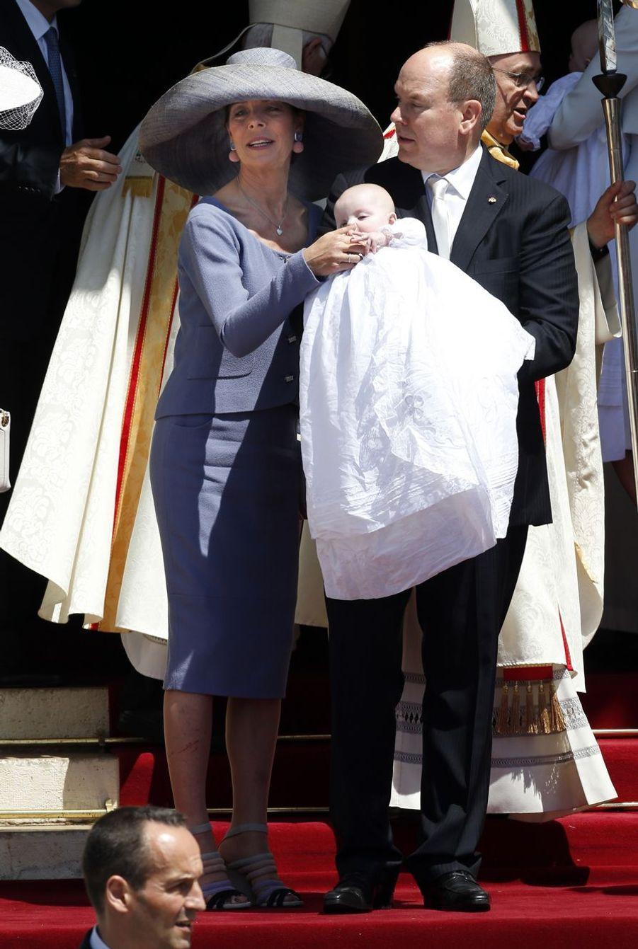 Le couple princier, ses jumeaux, et la princesse Caroline