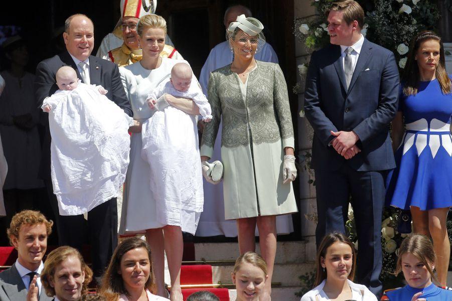 Le couple princier, ses jumeaux, et la princesse Stéphanie de Monaco (à dr.)