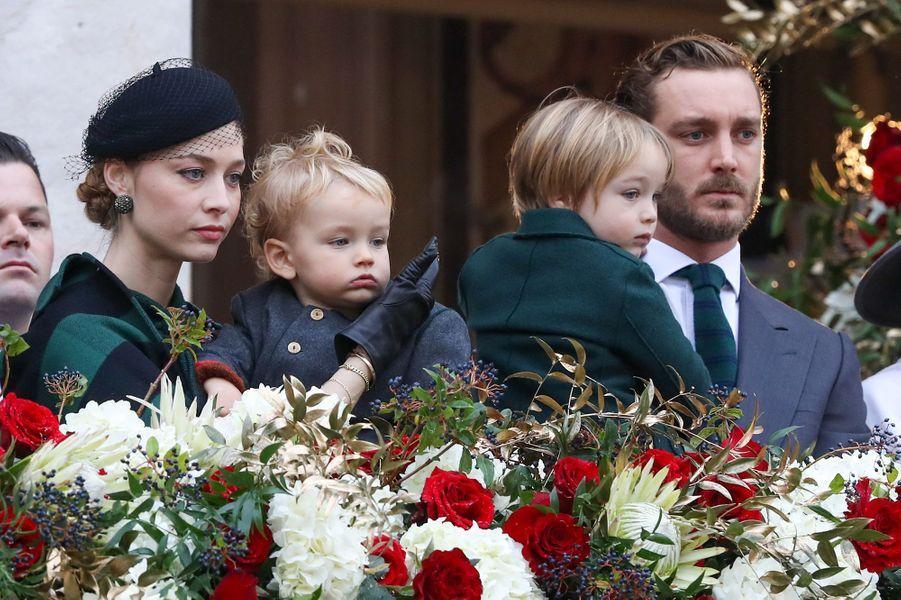 Beatrice Borromeo (en Dior), Pierre Casiraghi et leurs enfants Stefano et Francescolors de la fête nationale de Monaco en novembre 2019
