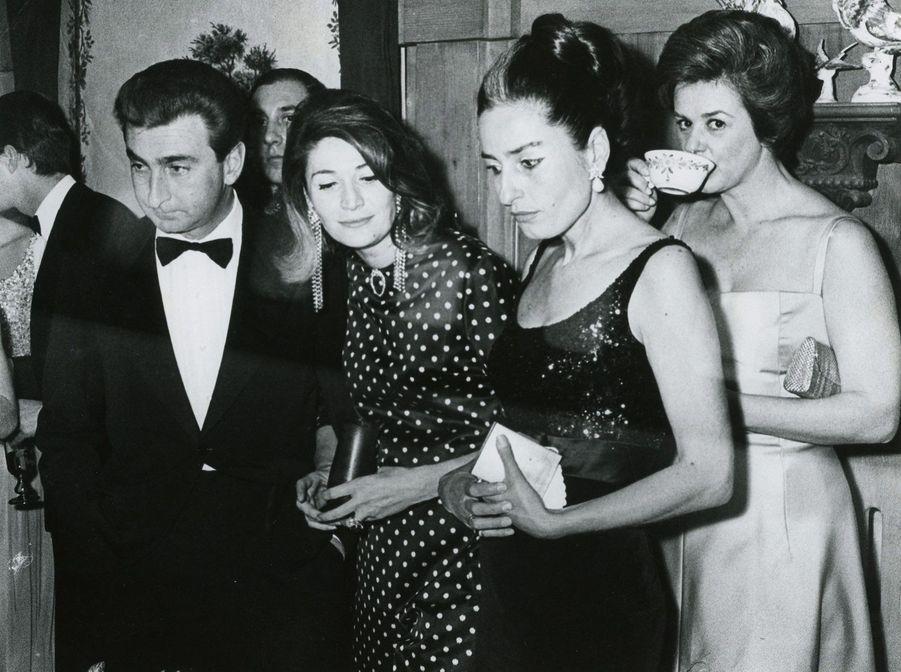 Umberto Marzotto et Marta (tous deux à gauche), en 1960