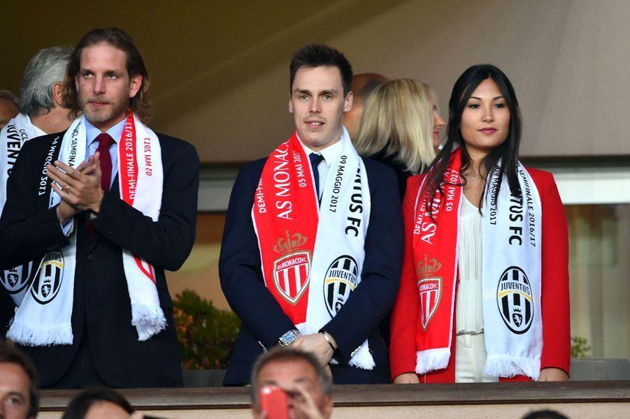 Andrea Casiraghi et Louis Ducruet avec sa compagne Marie au stade Louis-II à Monaco, le 3 mai 2017