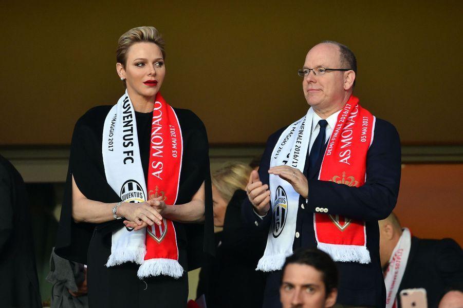 La princesse Charlène et le prince Albert II de Monaco au stade Louis-II à Monaco, le 3 mai 2017