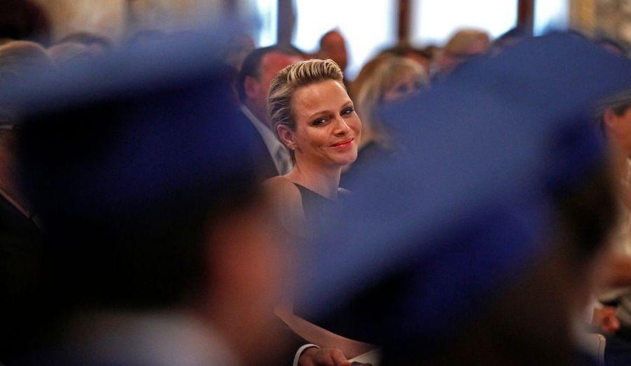 La princesse Charlène a remis la semaine dernière leurs diplômes aux étudiants de l'International School of Monaco (ISM) de Monte Carlo.
