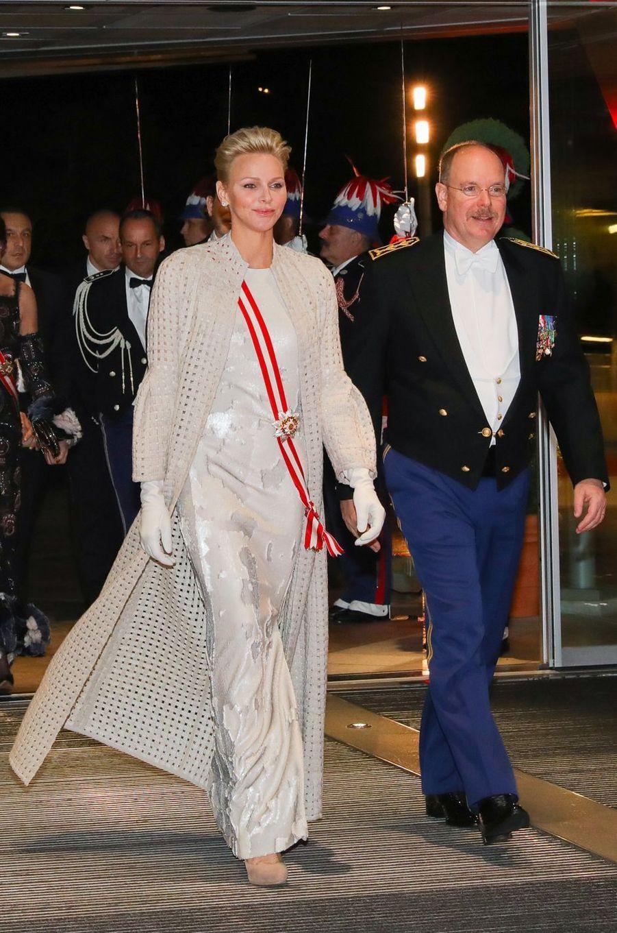 La princesse Charlène de Monaco dans une robe et un manteau Akris à Monaco, le 19 novembre 2017