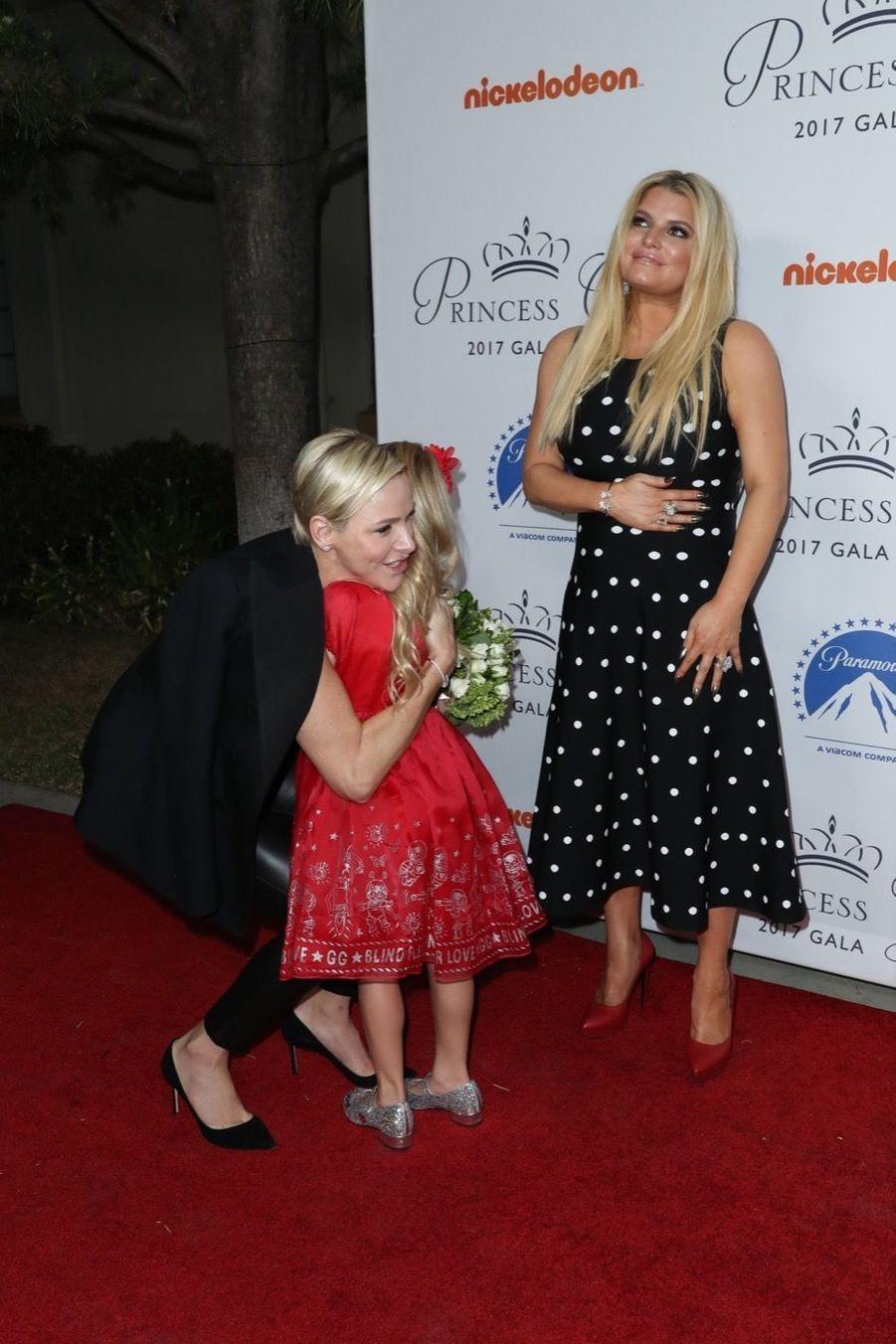 La Princesse Charlene De Monaco Avec Jessica Simpson Et Sa Fille Maxwell À La Soirée Princess Grace Awards Au Paramount Studios À Los Angeles,...