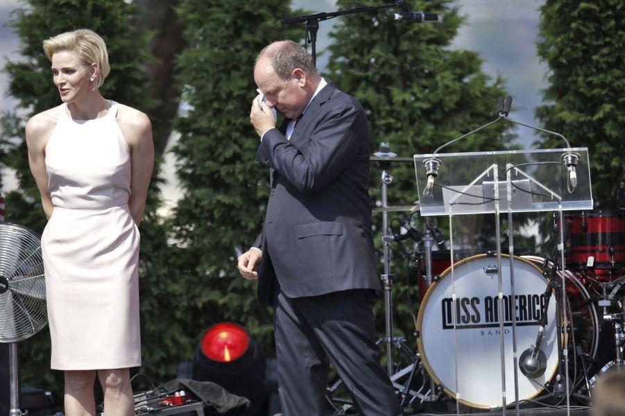 Charlène inaugure les festivités du dixième anniversaire du règne d'Albert II en français