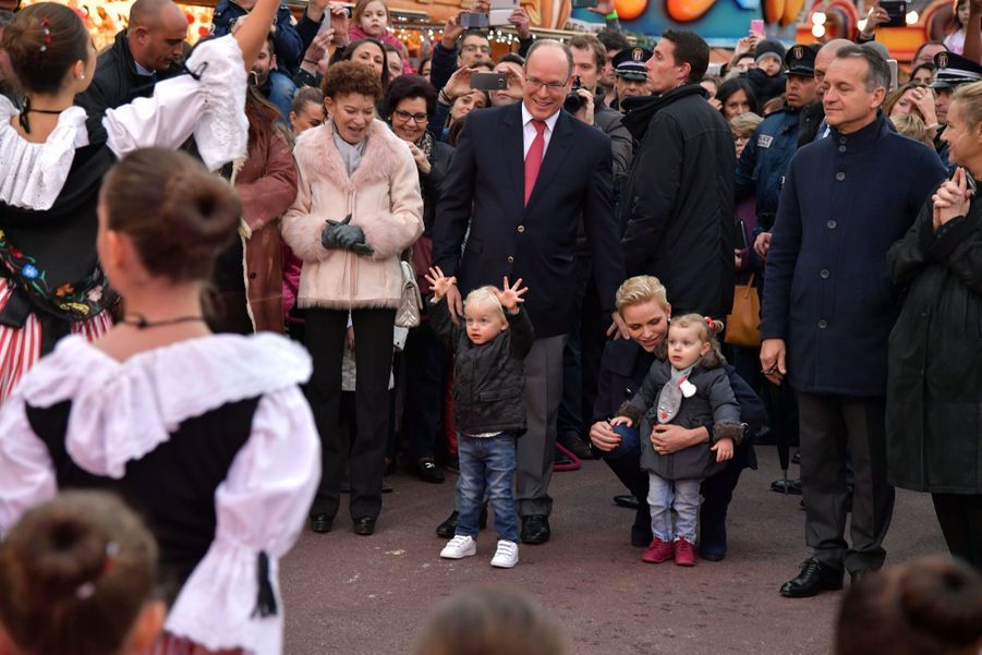 Le Prince Albert II De Monaco, Son Épouse La Princesse Charlene Et Leurs Enfants Le Prince Jacques Et La Princesse Gabriella Pendant L'inauguratio...