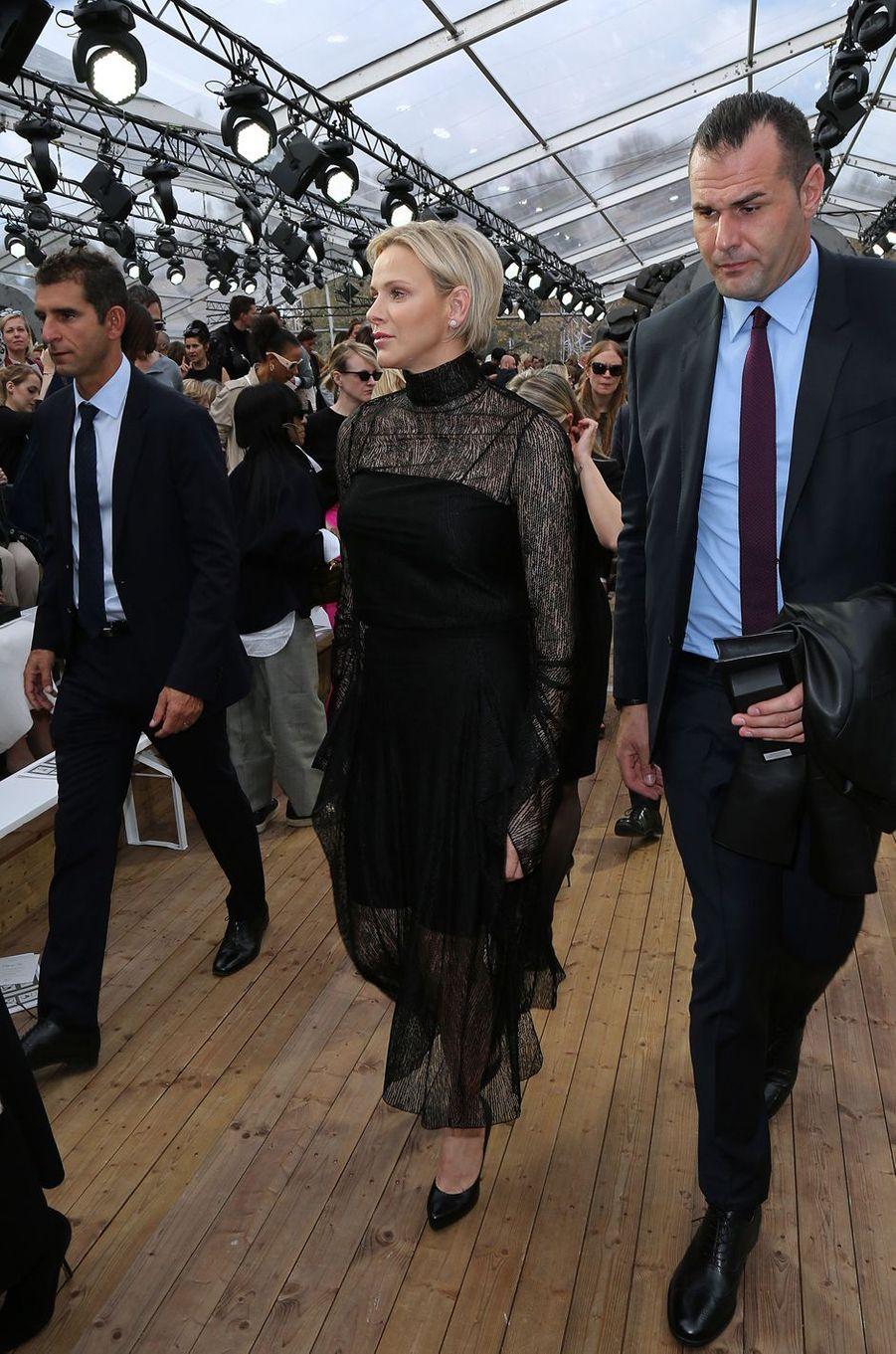 La princesse Charlène de Monaco dans un look Akris à Paris, le 30 septembre 2018
