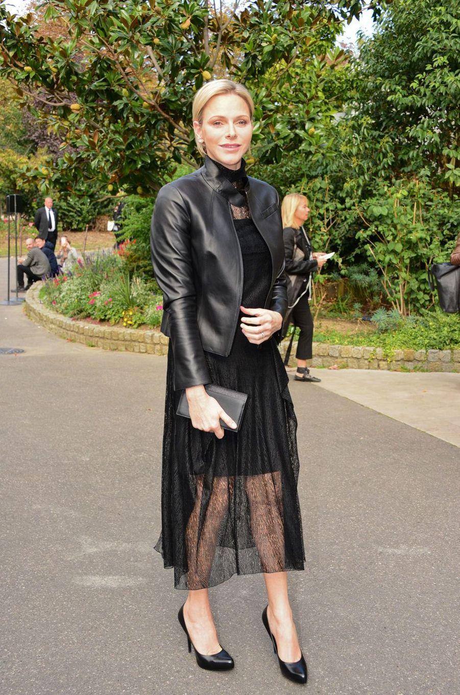 La princesse Charlène de Monaco en total look black à Paris, le 30 septembre 2018