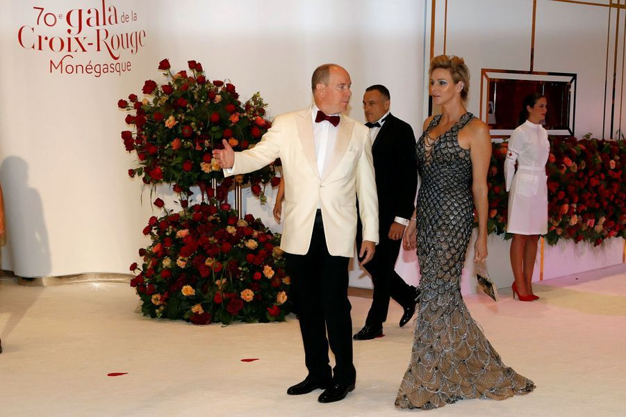 La princesse Charlène de Monaco en Atelier Versace, le 27 juillet 2018