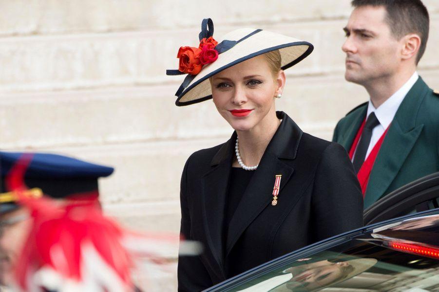 Charlène arrive devant la cathédrale de Monaco, samedi