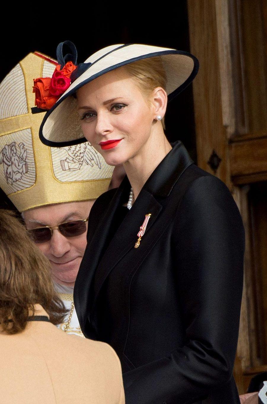 La princesse Charlène, devant la cathédrale de Monaco, samedi
