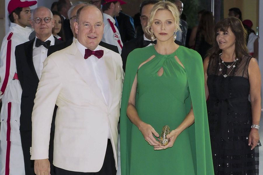 Le prince Albert II et la princesse Charlene, lors du 71e Gala de la Croix-Rouge, vendredi à Monaco.