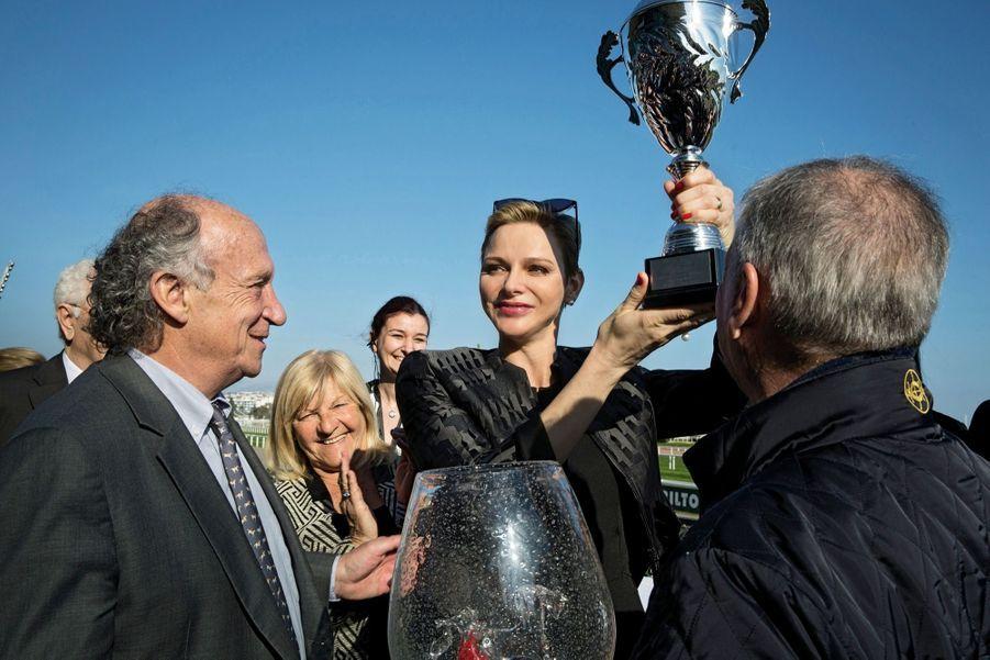 Avec la coupe du tout nouveau Charity Mile à son nom, une course hippique au profit de 18 associations caritatives, à l'hippodrome de Cagnes-sur-Mer, samedi 25 février.
