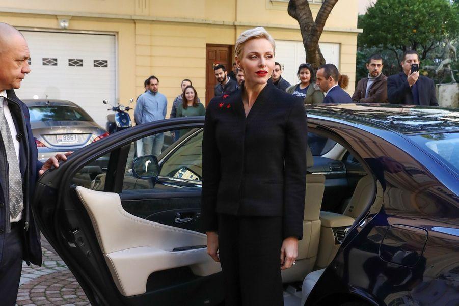 Charlène De Monaco et le Prince Albert offrent des cadeaux de noël aux personnes âgées de la Principauté