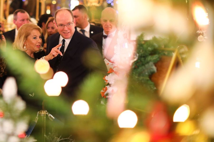 Le Prince Albert De Monaco Lors De La Traditionnelle Vente Aux Enchères De Sapins De Noël 1