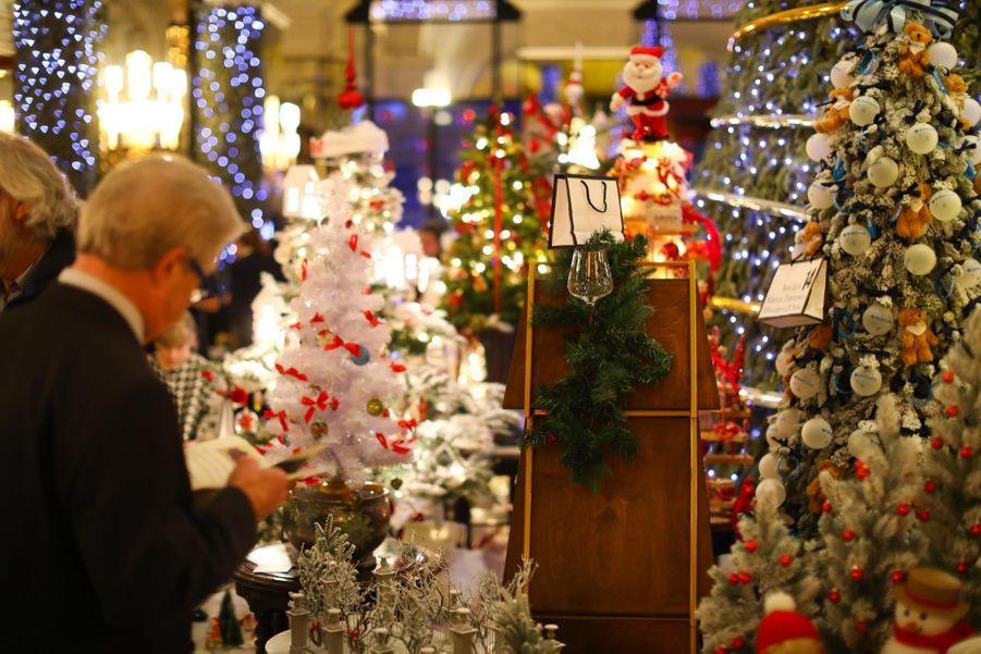 Le Prince Albert De Monaco Lors De La Traditionnelle Vente Aux Enchères De Sapins De Noël 3