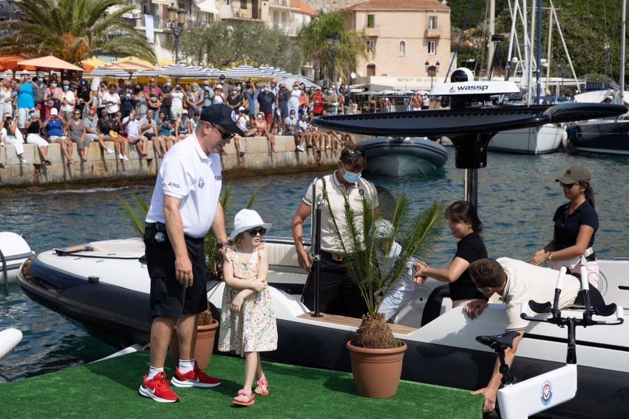 """La princesse Charlène de Monaco participe à la 3ème édition de la course """"The Crossing : Calvi-Monaco Water Bike Challenge"""", sous le regard de son époux le prince Albert et de leurs deux enfants, Gabriella et Jacques."""