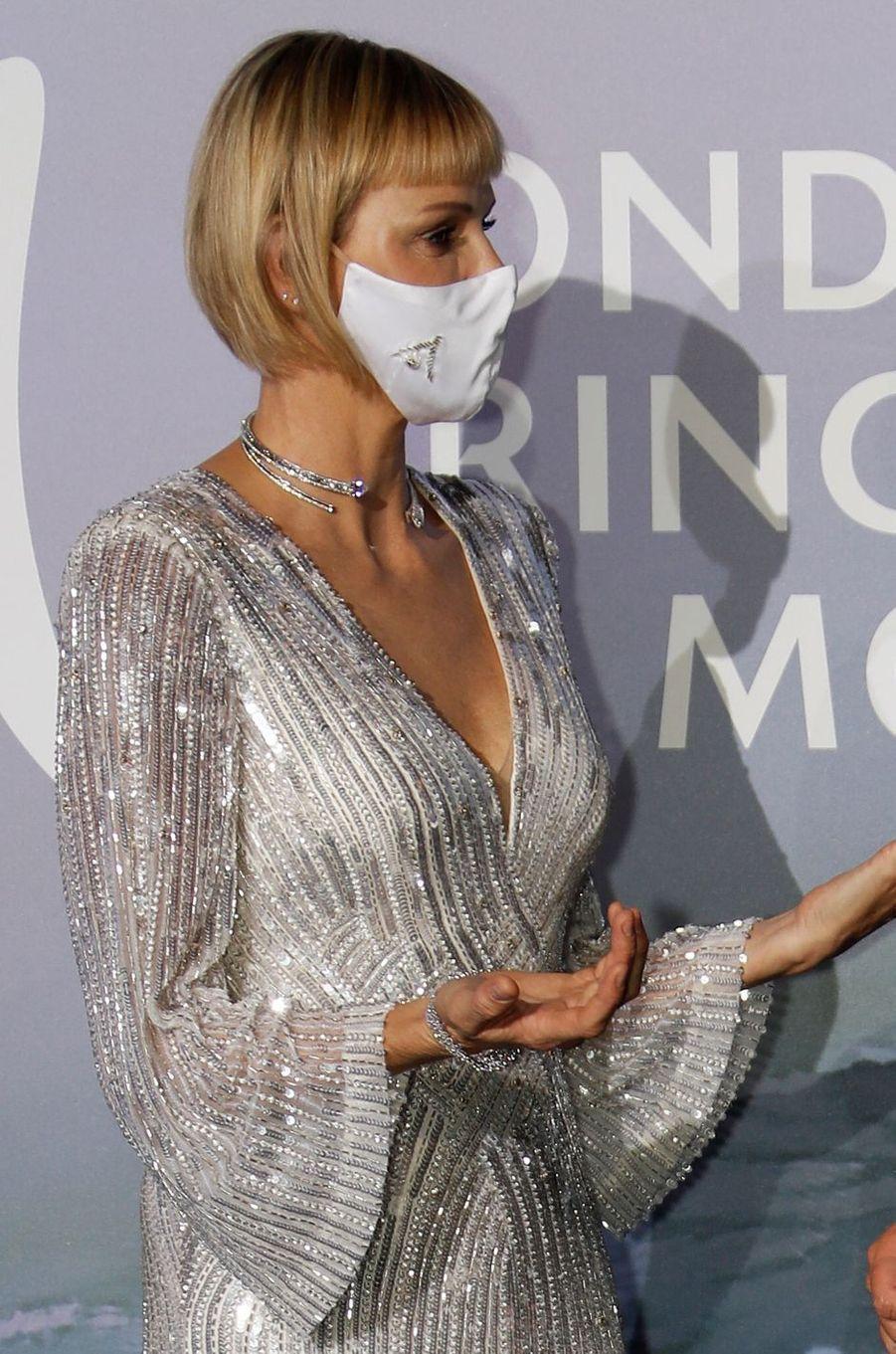 Détail du masque de la princesse Charlène de Monaco, à Monaco le 24 septembre 2020