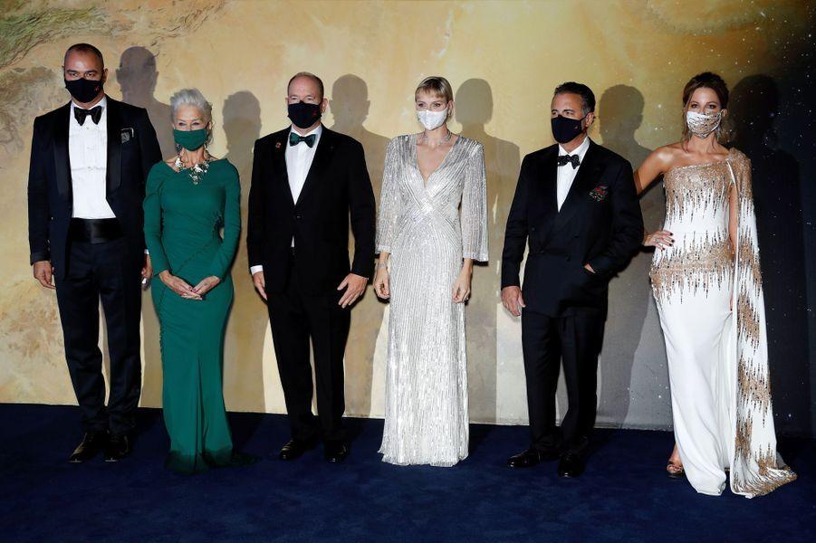 La princesse Charlène et le prince Albert II de Monaco avec Milutin Gatsby, Helen Mirren, Andy Garcia et Kate Beckinsale, à Monaco le 24 septembre 2020