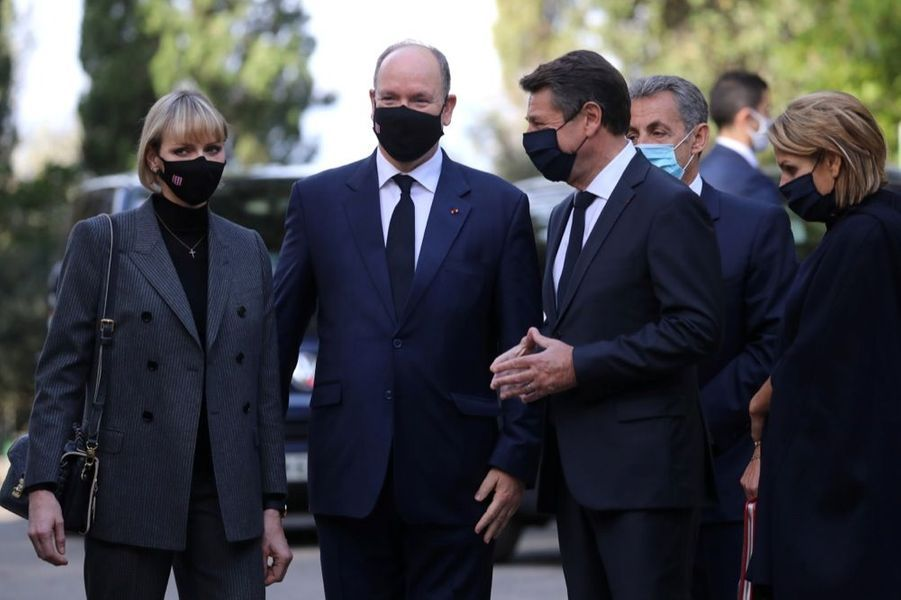 La princesse Charlène et Albert de Monaco, en compagnie de Christian Estrosi, ce samedi 7 novembre 2020, lors de l'hommage aux victimes de l'attaque au couteau perpétrée dans la basilique de Nice, le 29 octobre dernier.