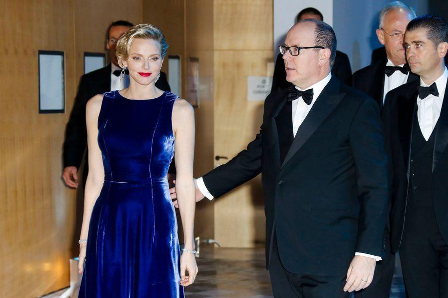Vendredi soir à Monaco, le prince Albert et la princesse Charlène ont pris part au gala organisé par l'association Monaco contre l'autisme, dont Charlène est la présidente d'honneur depuis sa création l'an dernier.