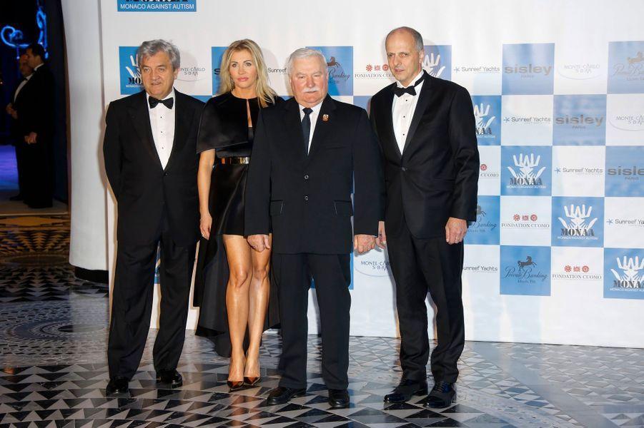 Au centre, l'ancien président polonais, Lech Walesa.