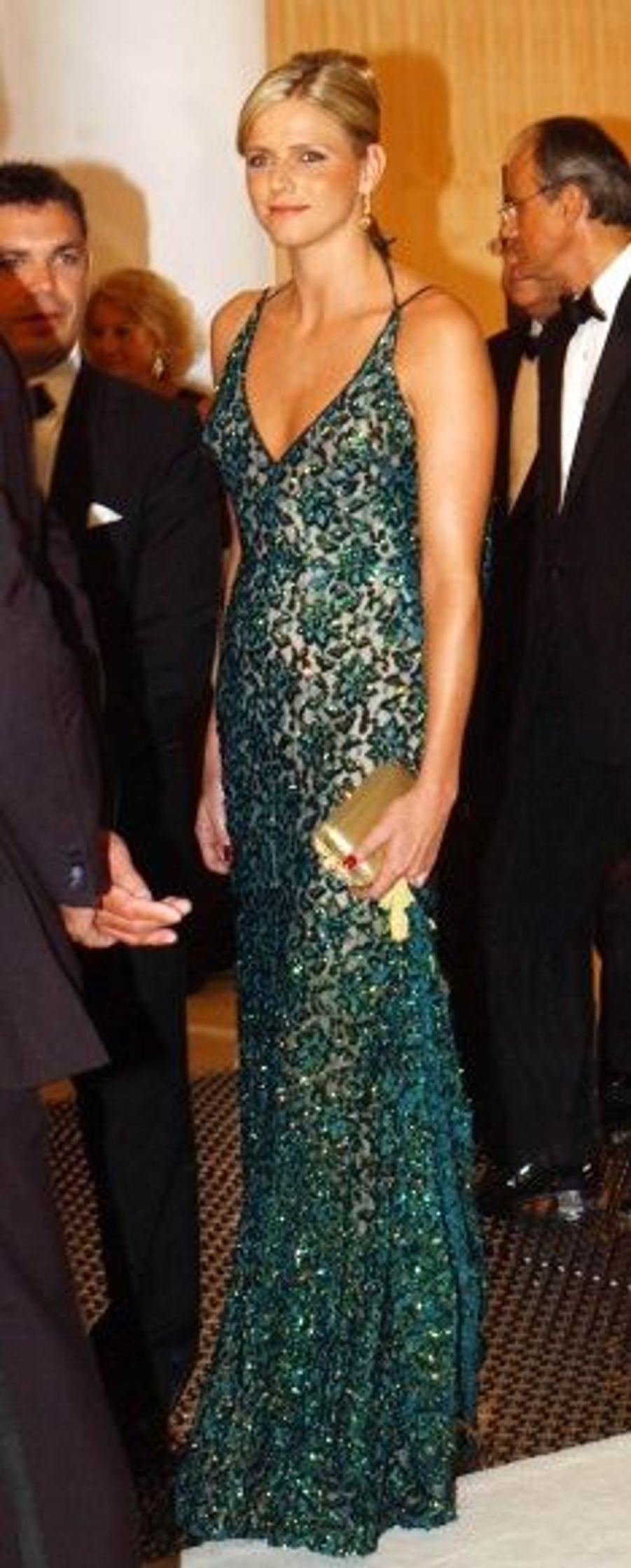 En août 2006, au 58ème bal de la Croix-Rouge. La robe de la sportive assortie à ses ongles vernis avait été vivement critiqué par la presse européenne, relevant une singulière faute de goût.