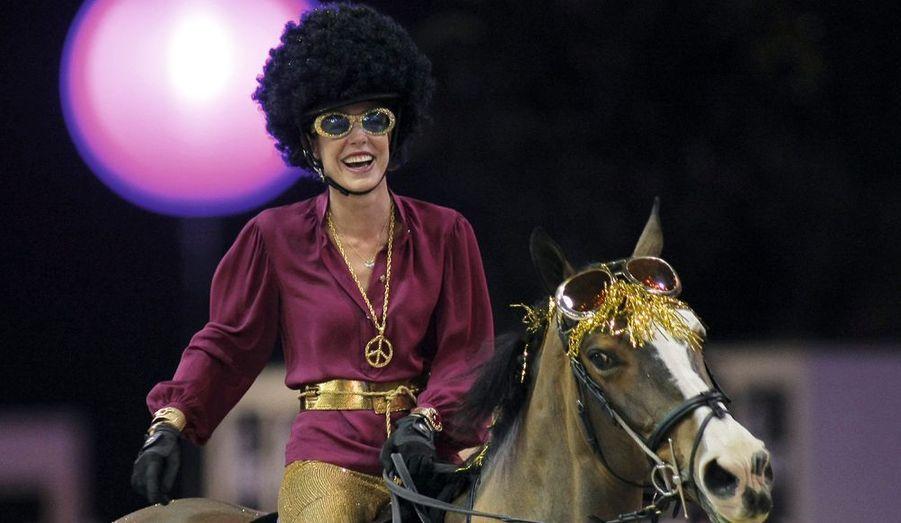 A l'occasion du Gucci Masters, la princesse s'est fait un look disco pour la soirée caritative qu'elle animait. Charlotte laisse éclater sa joie au terme de son parcours victorieux, vendredi 2 décembre. Même quand sa jument a rué,elle a souri et le public était conquis.