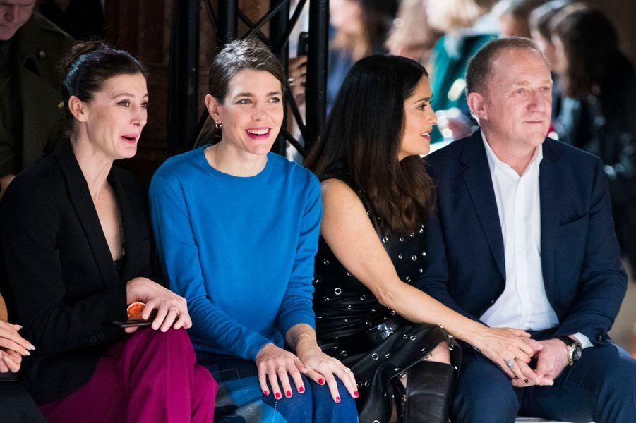 Charlotte Casiraghi avec Marie-Agnès Gillot, Salma Hayek et François-Henri Pinault, à la Fashion Week à Paris, le 6 mars 2017