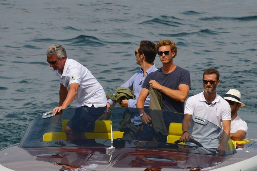 Pierre Casiraghi arrive en bateau