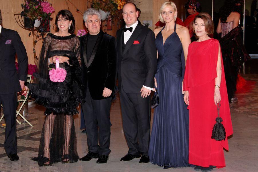 Elizabeth-Ann de Massy avec les princesses Caroline et Charlène, le prince Albert II de Monaco et Pedro Almodovar, le 29 mars 2008