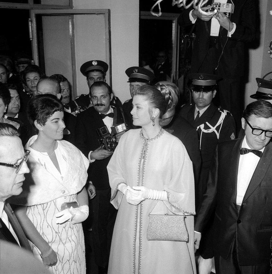 Elizabeth-Ann de Massy avec la princesse Grace de Monaco, au Festival de Cannes le 10 mai 1968