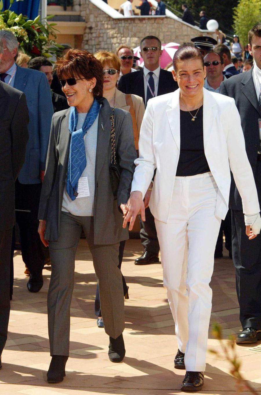 Elizabeth-Ann de Massy avec cousine et filleule la princesse Stéphanie de Monaco, le 28 mars 2003