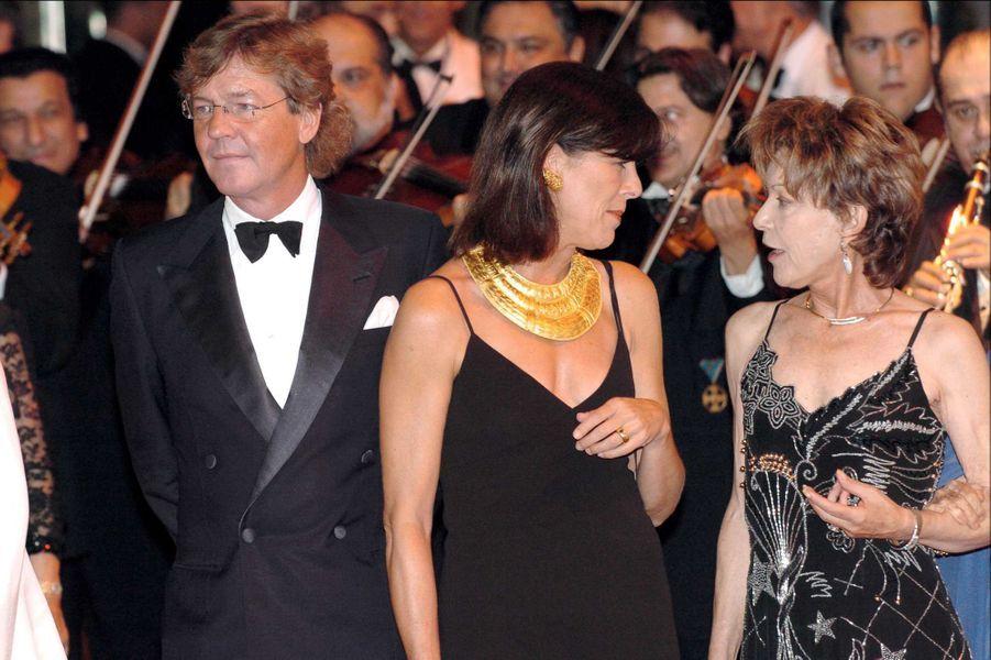 Elizabeth-Ann de Massy avec sa cousine la princesse Caroline de Monaco et le mari de celle-ci le prince Ernst August de Hanovre, le 6 août 2004