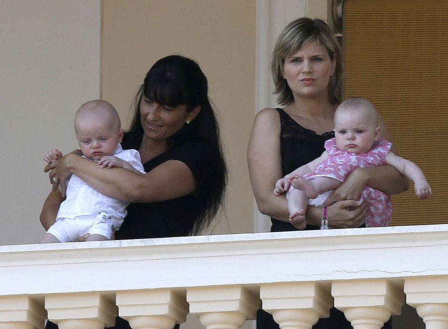 Le prince Jacques et la princesse Gabriella au balcon du Palais princier de Monaco, le 11 juillet 2015