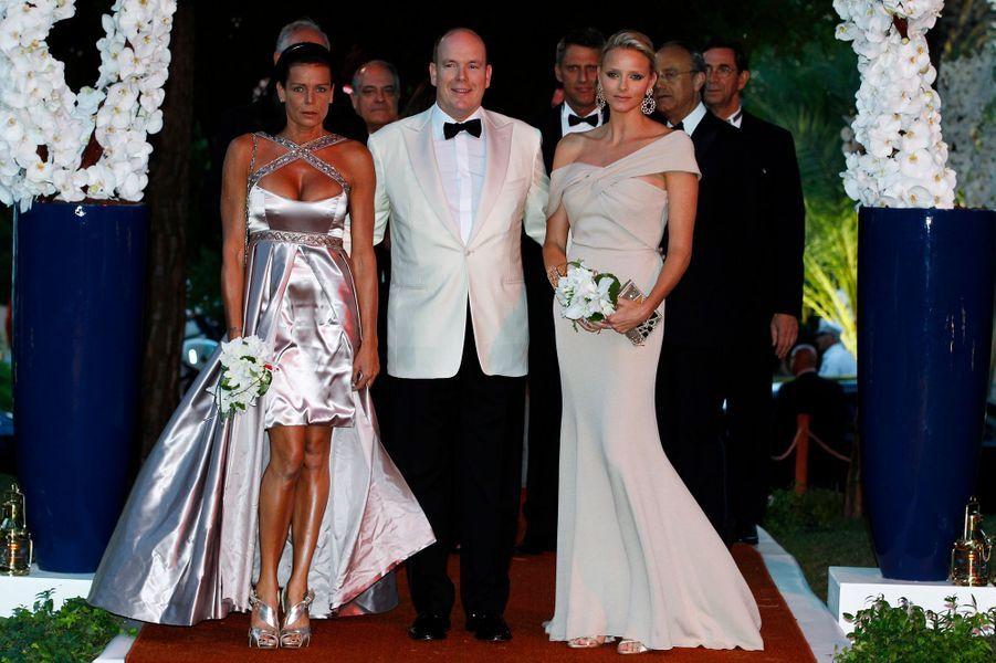 La princesse Stéphanie de Monaco le 30 juillet 2010, avec le prince Albert et la princesse Charlène