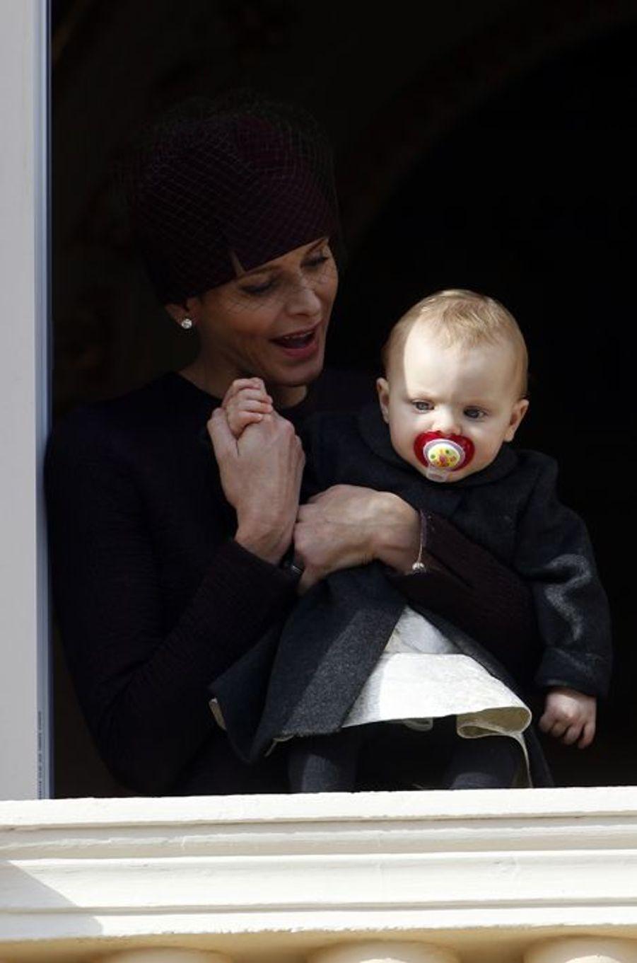 La princesse Charlène de Monaco avec la princesse Gabriella à Monaco, le 19 novembre 2015