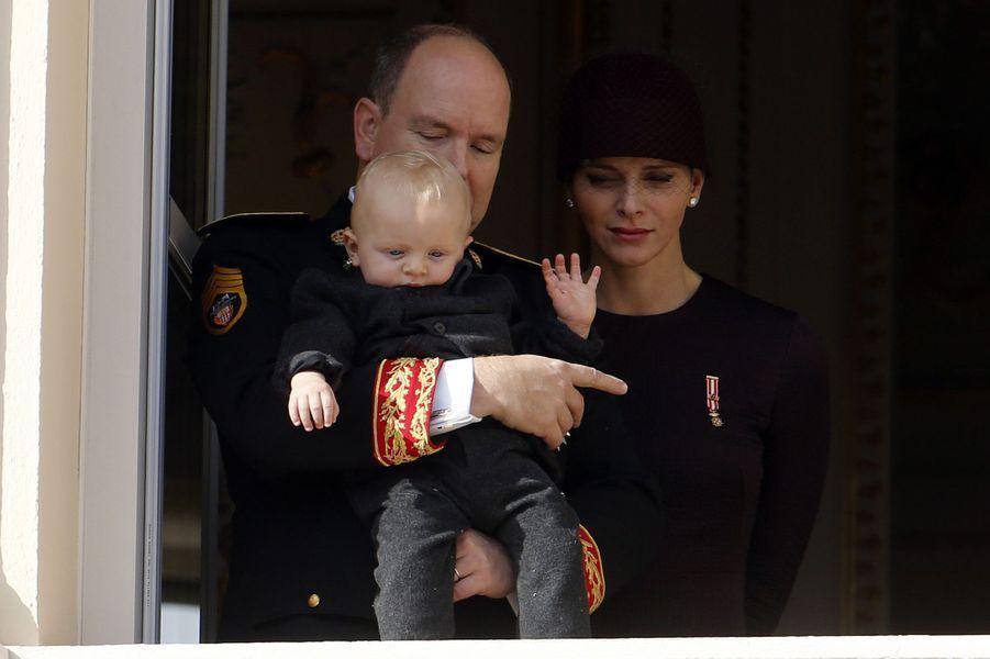 La princesse Charlène et le prince Albert II de Monaco avec le prince Jacques à Monaco, le 19 novembre 2015