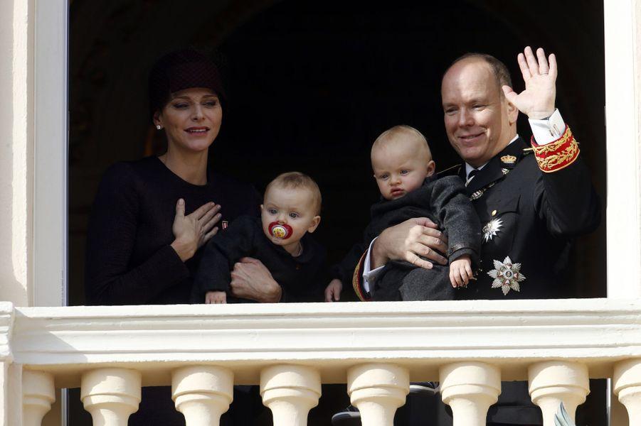 La princesse Charlène et le prince Albert II de Monaco avec leurs jumeaux Jacques et Gabriella à Monaco, le 19 novembre 2015