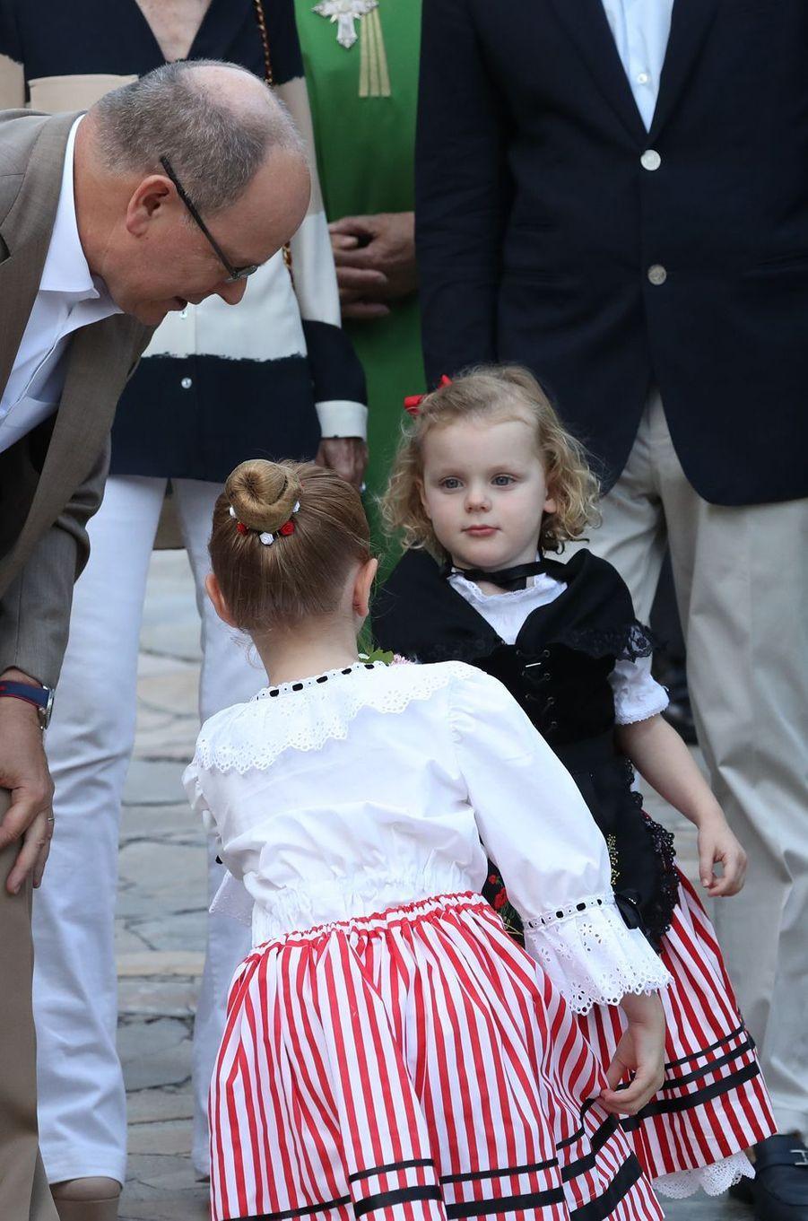 La princesse Gabriella avec son père le prince Albert II de Monaco, à Monaco le 31 août 2018