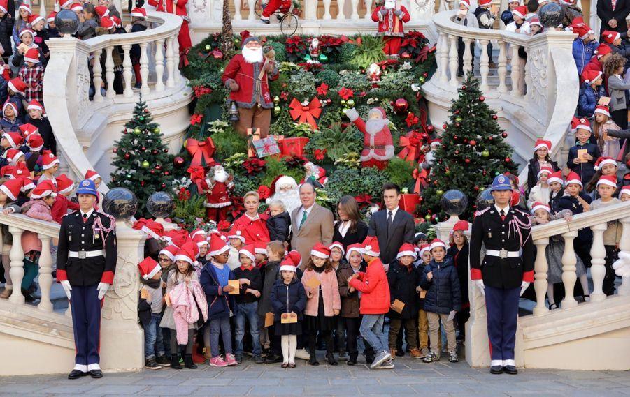 Charlène De Monaco, Le Prince Albert Et Leurs Jumeaux Gabriella Et Jacques À L'arbre De Noël Du Palais 10