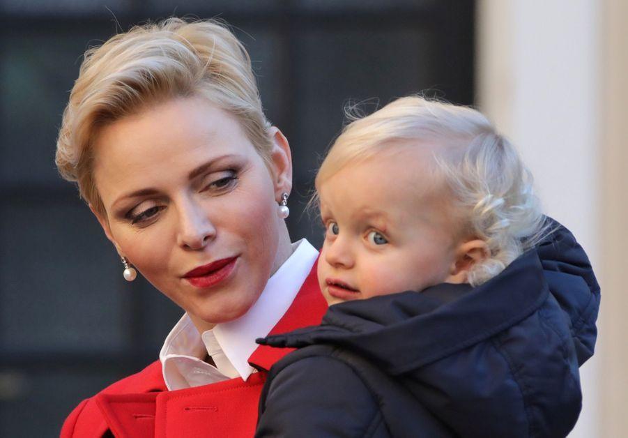 Charlène De Monaco, Le Prince Albert Et Leurs Jumeaux Gabriella Et Jacques À L'arbre De Noël Du Palais 12