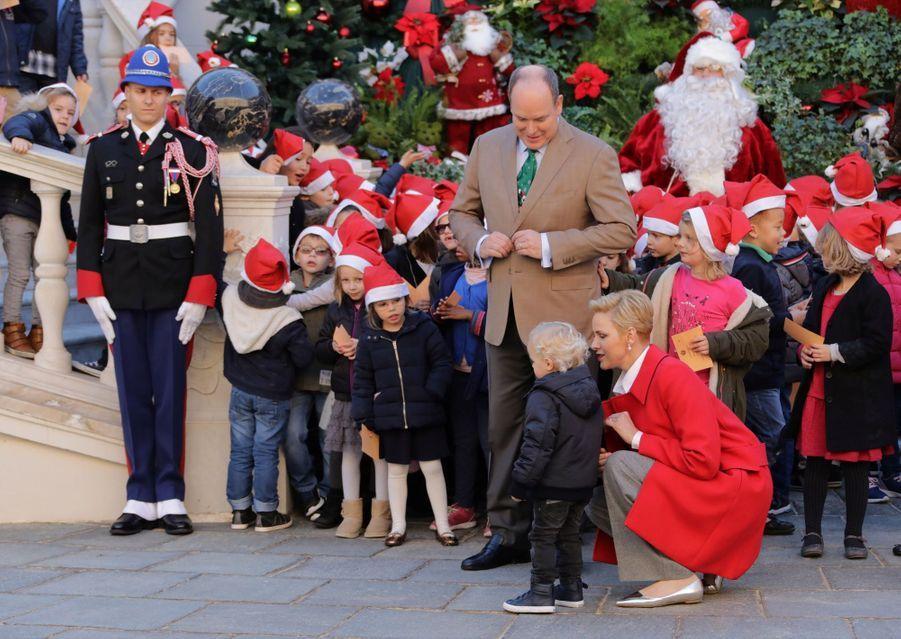 Charlène De Monaco, Le Prince Albert Et Leurs Jumeaux Gabriella Et Jacques À L'arbre De Noël Du Palais 13