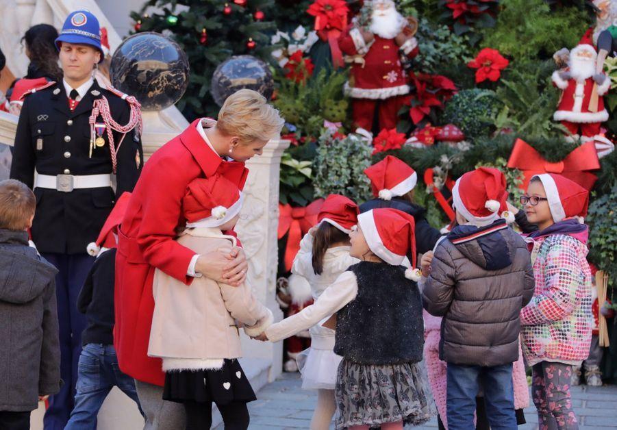 Charlène De Monaco, Le Prince Albert Et Leurs Jumeaux Gabriella Et Jacques À L'arbre De Noël Du Palais 14
